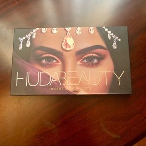 HUDA BEAUTY Desert Dusk Eyeshadow Palette USED